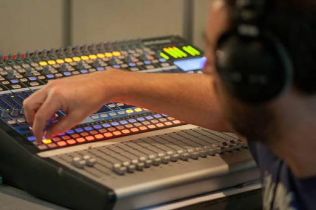 Το ραδιοφωνικό πρόγραμμα του ertopen, την Δευτέρα 16/12/2013