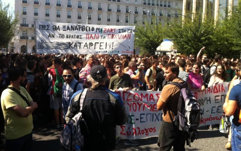 Συγκέντρωση διαμαρτυρίας μουσικών σχολείων και κατάθεση υπομνήματος στη Βουλή