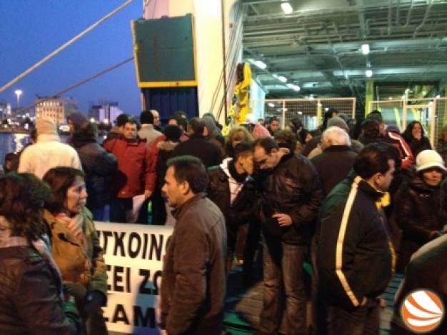 πηγή φωτο www.ikariamag.gr - 18/1/2012 κατάληψη στον καταπέλτη του πλοίου Ιεράπετρα