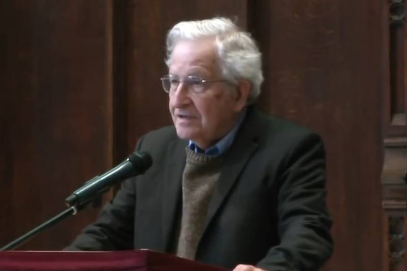 Η ΕΡΤ στη διάλεξη του Νόαμ Τσόμσκυ - Τι δήλωσε για τον Γιώργο Παπανδρέου (video)