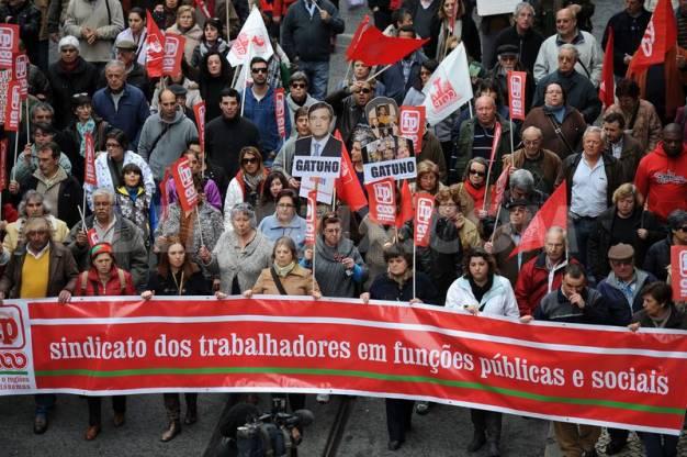 Πορτογαλία: Βολές συνδικάτων και εργοδοτών κατά της τρόικας