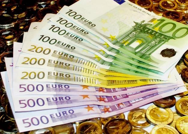 Σε δυσθεώρητο ύψος το ελληνικό χρέος – Μεγαλύτερο από αυτό του 2009