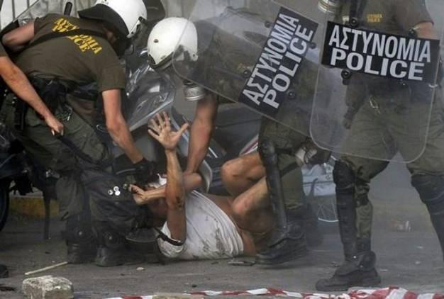 Αστυνομικοί των ΜΑΤ και της ΔΕΛΤΑ στο εδώλιο