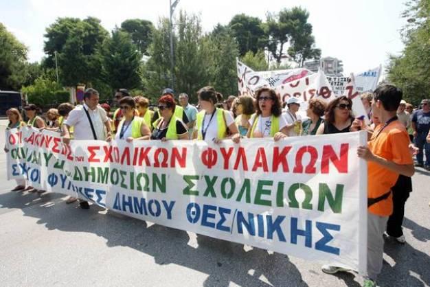 Σχολικοί φύλακες: Τους απολύει η κυβέρνηση και τους προσλαμβάνουν οι γονείς