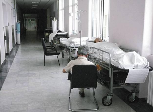 Λιπόθυμος, Συμιακός, στα σκαλιά του κλειστού Κέντρου Υγείας! Ξεσηκωμός στο νησί για την υποβάθμιση της Υγείας